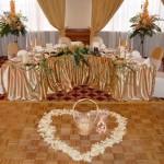 Размещение за свадебным столом
